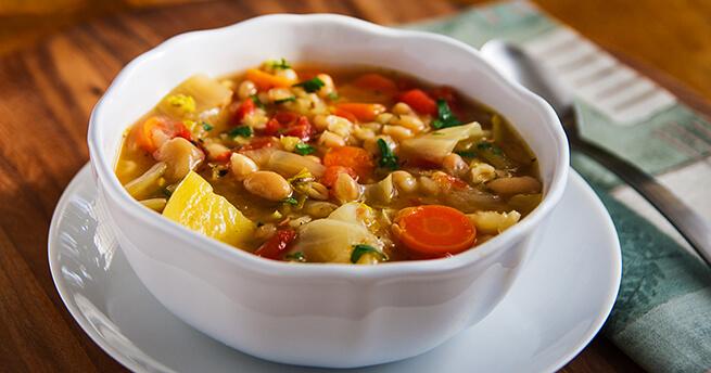 Польза супа из кудрявой капусты и белой фасоли