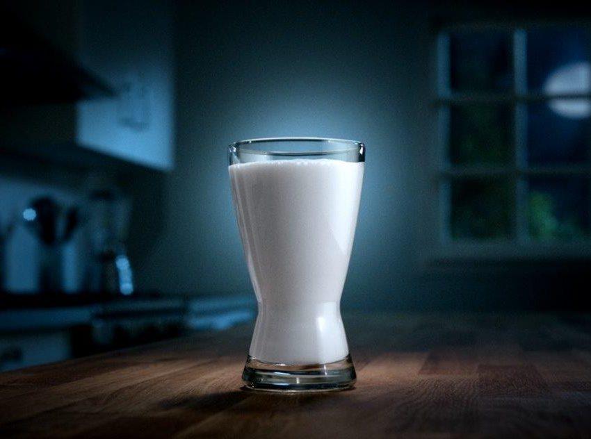 Польза от употребления холодного молока на ночь для здоровья