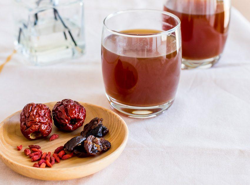 9 значительных преимуществ чая из красных фиников и ягод годжи