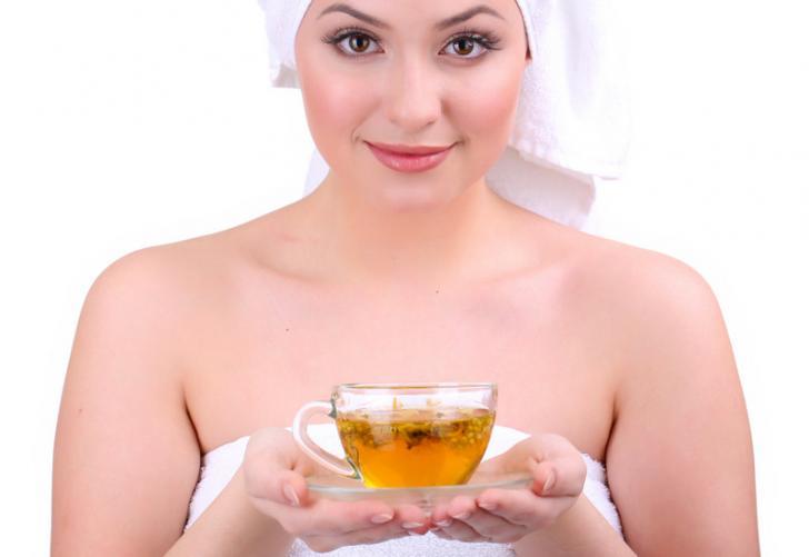 6 научно доказанных преимуществ ромашкового чая для осветления кожи